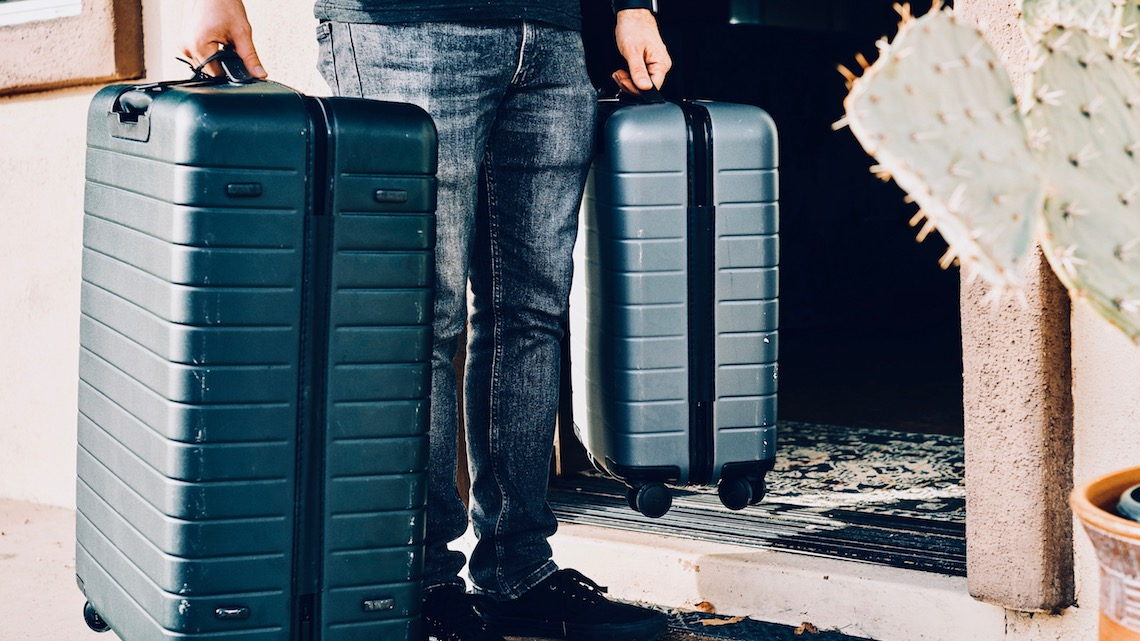 https://www.intowords.com.ar/wp-content/uploads/2019/06/luggage-2.jpg